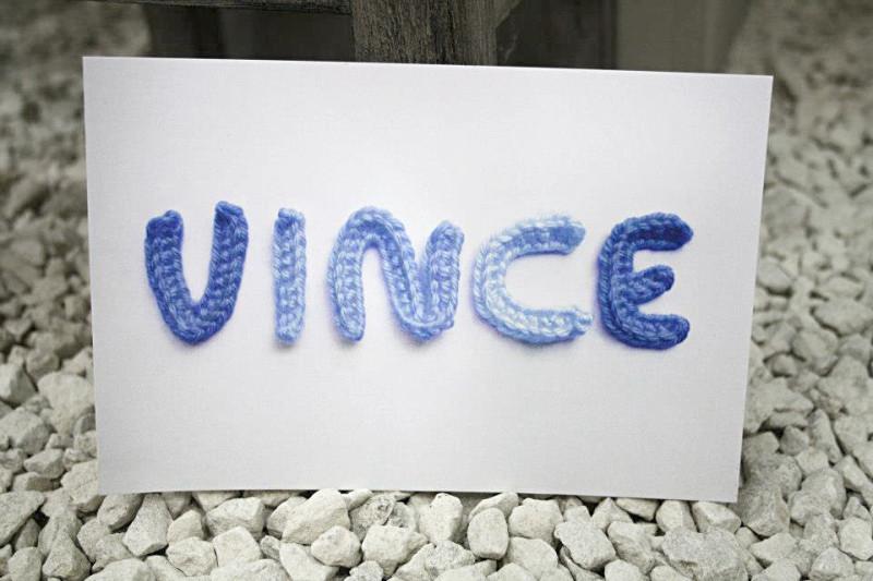 Geboortekaartje vince marte wollen letters: kleuren wol mag je zelf kiezen.