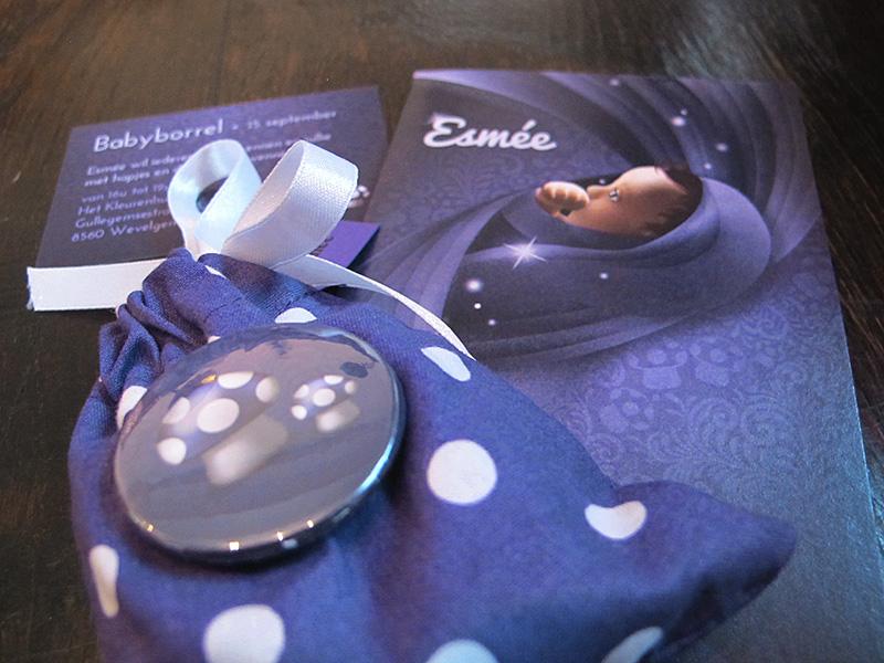 Sprookjesachtig geboortekaartje: baby met sterretjes doeken