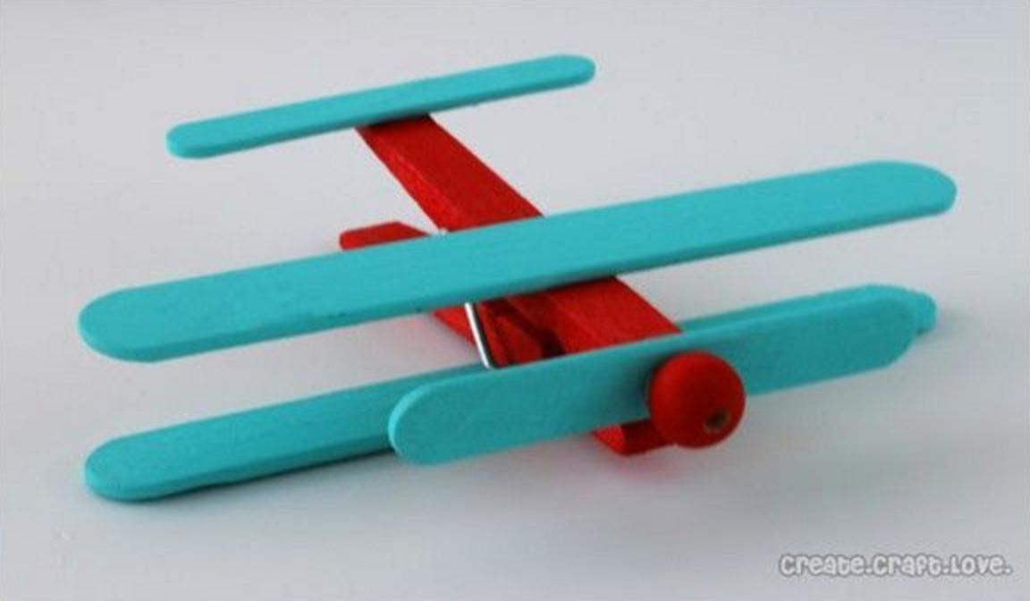 Hoe maak ik een doopsuiker vliegtuigje uit een wasknijper en friscostokjes xantifee webshop - Hoe een kamer van een kind te versieren ...