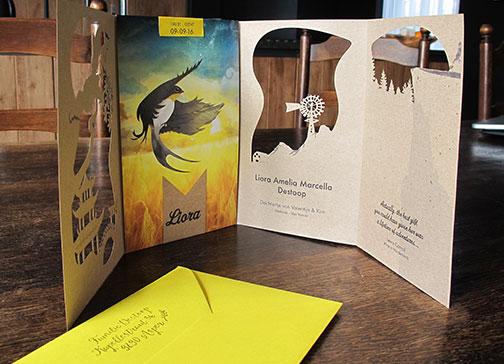 geboorte geboortekaartje vogel zwaluw zomer reizen wereldkaart xantifee